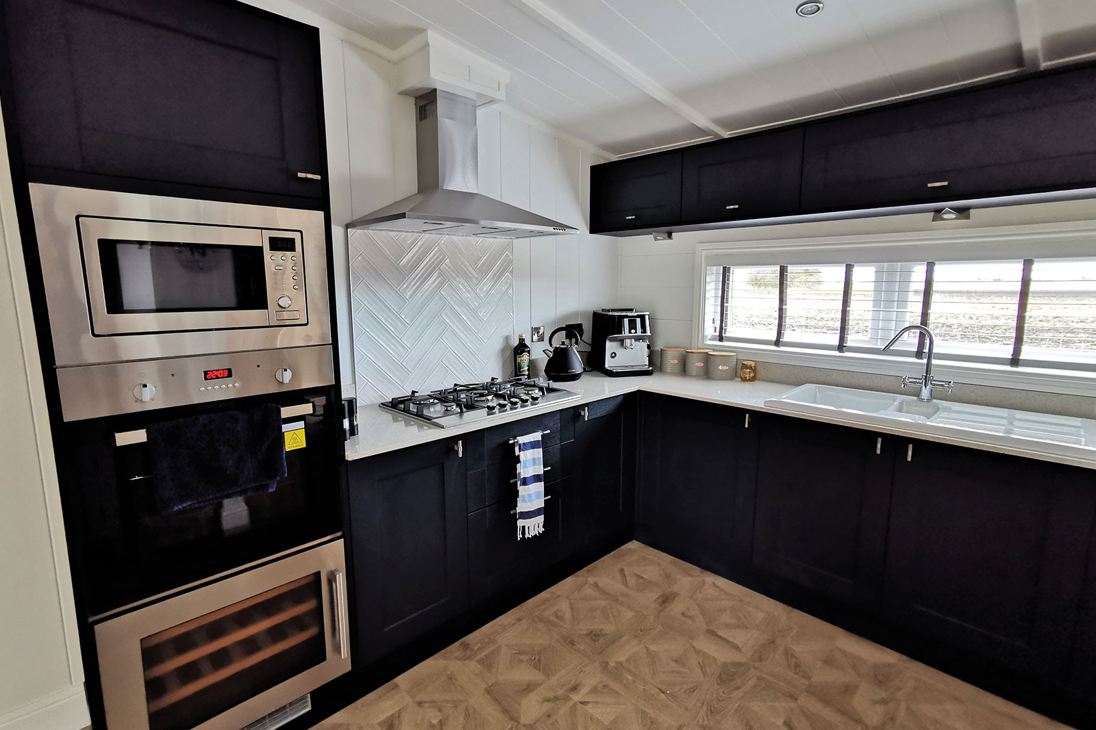 Prestige-Hampton-Lodge-50x22-1