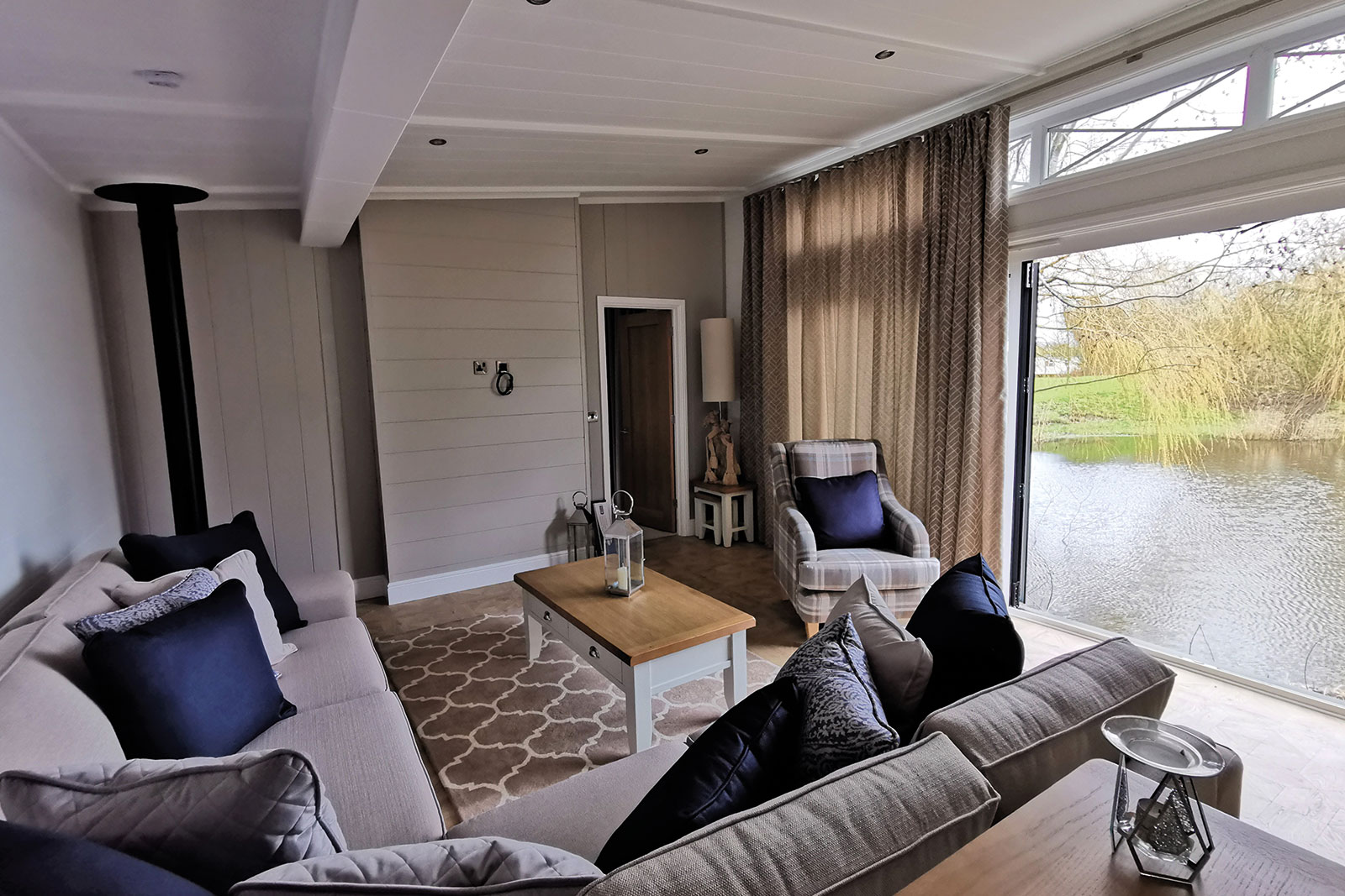 Prestige-Hampton-Lodge-50x22-3